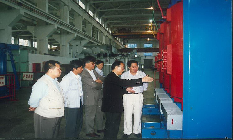 中国工程院院士、沈变所总工朱英浩来公司指导工作_调整大小.JPG
